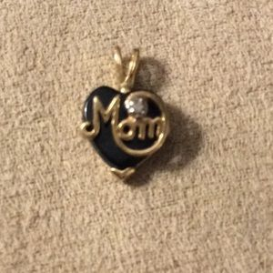 10k mom pendant with .0 diamond